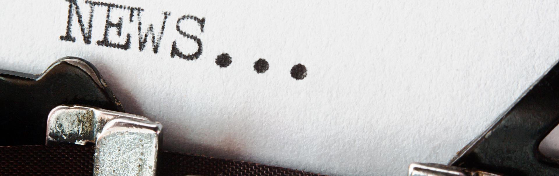 Letras NEWS en máquina de escribir tradicional